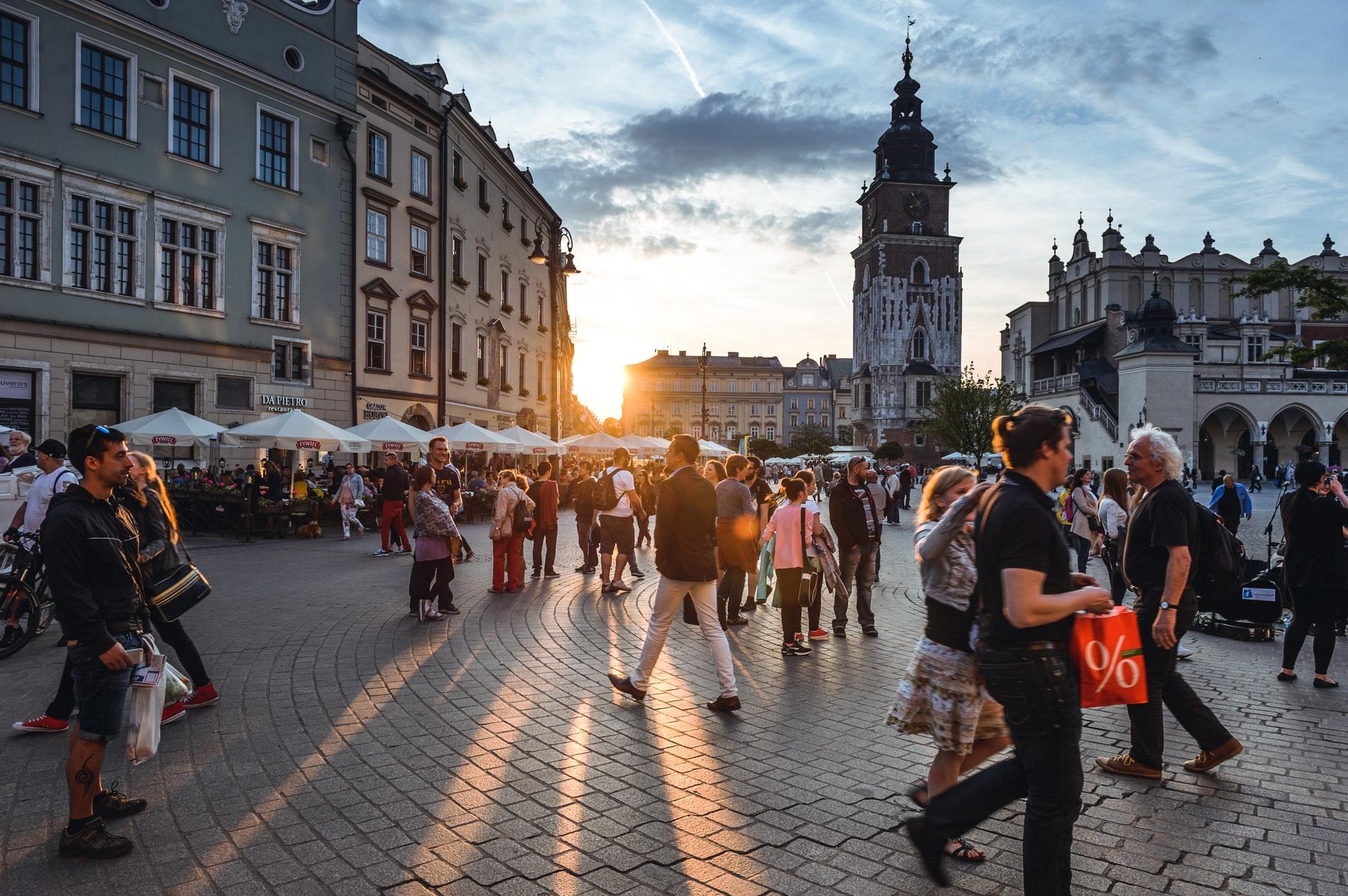 论旅游业的发展对国家和人民的影响