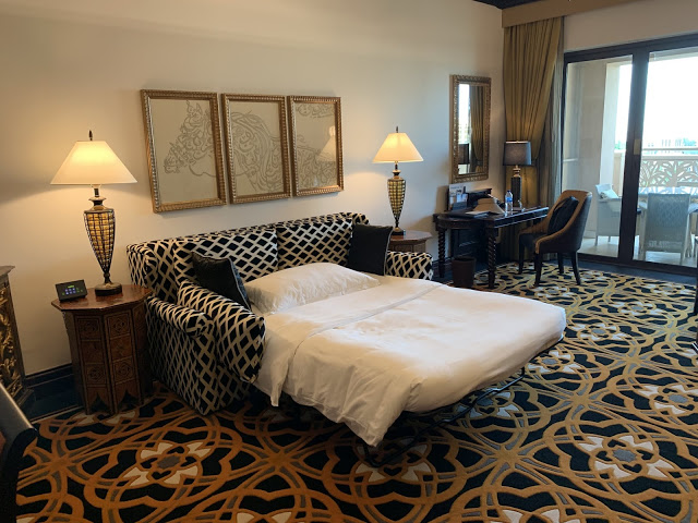 异彩纷呈的迪拜之行 - 第一天 - 新加坡飞迪拜+朱美拉皇宫酒店(妈妈的博客)-第16张图片-Celia的博客